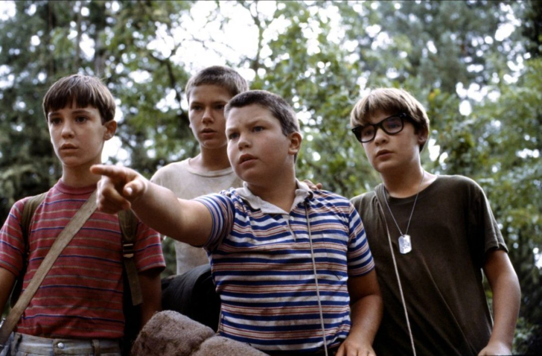 Stephen King It Parallels Stand by Me for a Horrifying Coming-of-Age Film