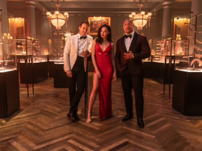 The official Netflix Red Notice trailer is here, combining Dwayne Johnson, Gal Gadot, and Ryan Reynolds in an action heist movie.